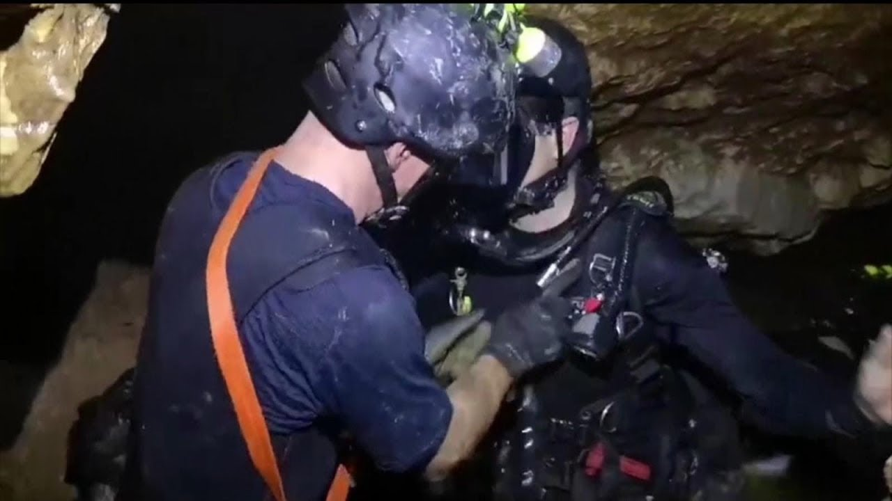 Rescue of trapped boys in flooded Thai cave continues