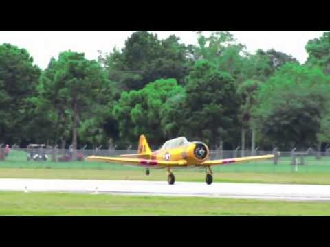 1945 North American T-6 Texan Takeoff, Crazy Approach & Landing!