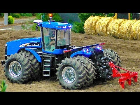 RC TRACTOR ACTION NEW HOLLAND TJ-480 AMAZINGLY DETAILED MODEL MACHINE IN MOTION