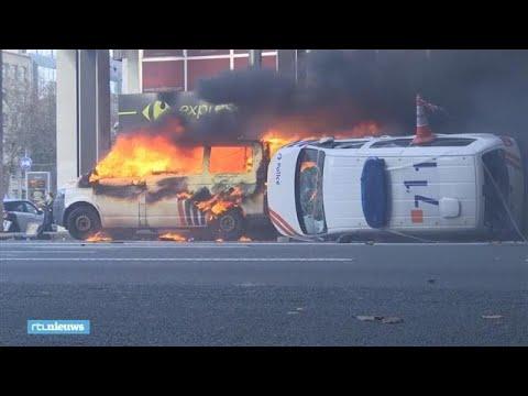 'Gele hesjes' zetten politiebusjes in brand in Brussel - RTL NIEUWS