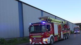 Seltene Einsatzfahrzeuge auf Alarmfahrt zum Großbrand in Duisburger Hafen am 23 05.2014