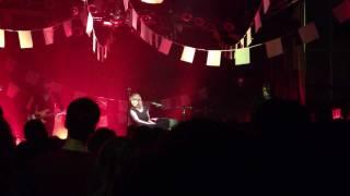 La Vie Est Ailleurs -- Cœur de Pirate (Live in New York)