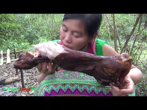 Primitive technology - Survival skills finding food and cooking grilled rabbit - Eating delicious