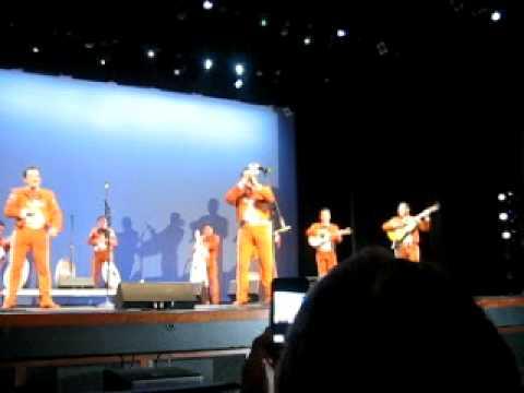 Mariachi Vargas de Tecalitlan  Fernando tocando El Caporal