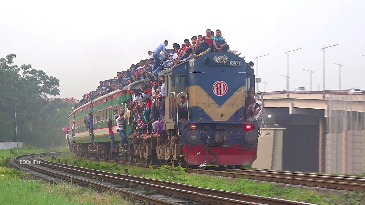 Most Overloaded Train || ঈদ শেষ করে জীবনের ঝুঁকি নিয়ে মানুষ ঢাকা ফিরছে || Shocking Video footage