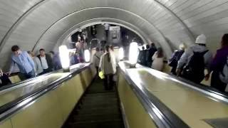 Смотреть видео Метро Белорусская, наземный вестибюль, спуск в метро онлайн