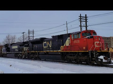 Foreign Power and Short Line Freight Blowing Through The Winnipeg Snow (02/11/2019)