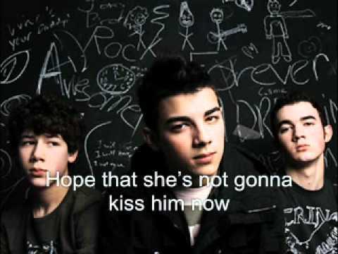 Jonas Brothers - 7:05 (It's About Time) LYRICS ON SCREEN