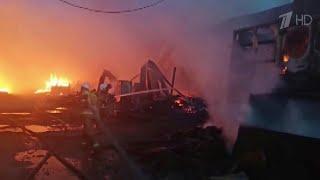Распространение огня под Екатеринбургом удалось остановить благодаря пожарным и усилиям жителей.