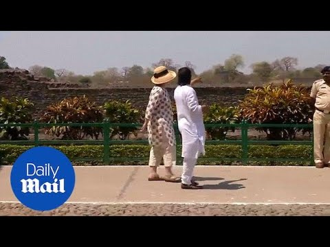 Hillary Clinton tours Jahaz Mahal on private trip to India - Daily Mail