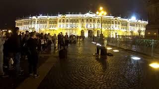 🎸 уличный гитарист на дворцовой площади играет ночью, Санкт-Петербург гитаристы