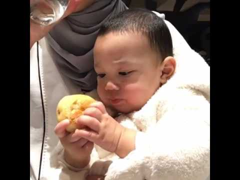 Yusuf Iskandar Makan Roti Keras / Teething Biscuits / Fruits Inside