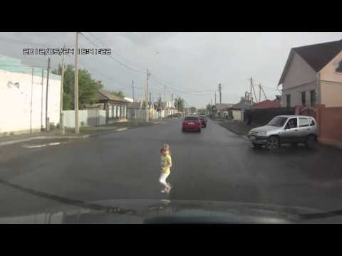 Lucky kid in Russia! NEW 2 car accident