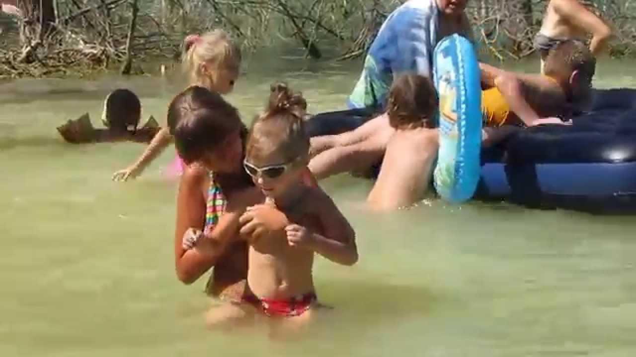 Видео голые девочки купаются в снегу фото 667-571