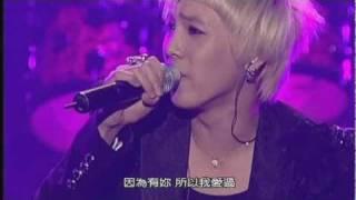 【繁體中文字幕】這首中慢板哀傷卻帶著搖滾張力的歌曲,在舞台燄火效果...