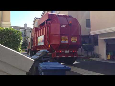 Universal Waste Systems UWS Truck 342 picking up in southern California 2