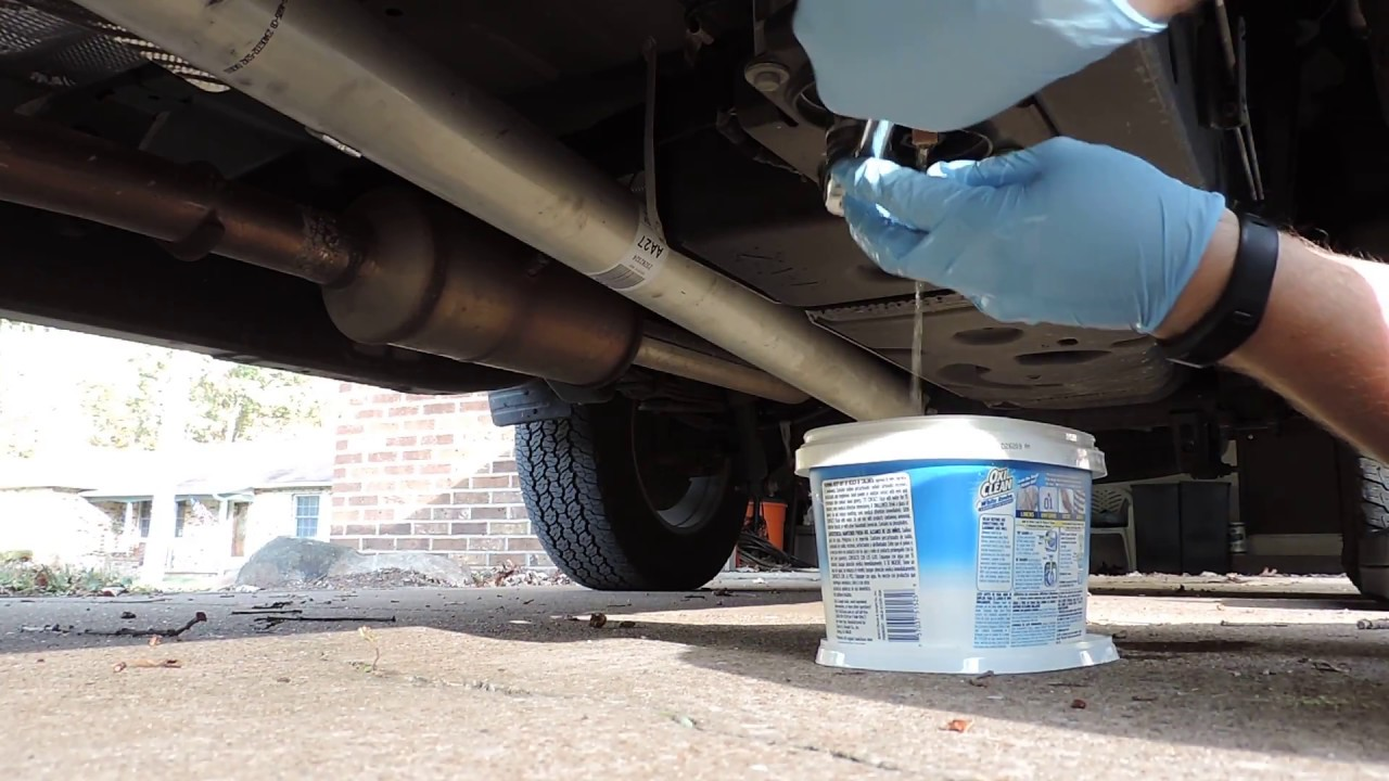 how to change fuel filters on a 2 8l duramax colorado or canyon [ 1280 x 720 Pixel ]