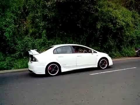 2x Honda civic exhaust sound - YouTube