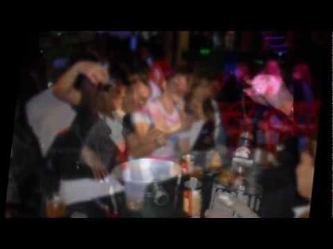 gente chalaca festejando el dia del callao en la argentina capital .