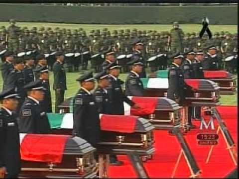 Felipe Calderón en ceremonia en el Campo Militar Marte