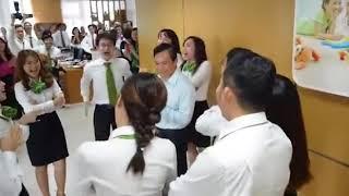 Nhân viên Vietcombank Hồ Chí Minh nhảy chúc mừng sinh nhật sếp