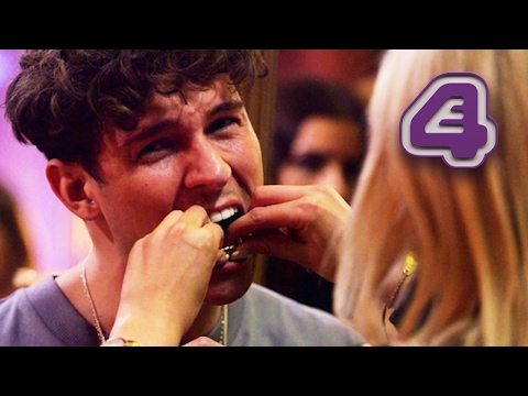 Joey Essex Has Potential Date Pull Out His Grill! | Celebs Go Dating