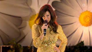 """Lena Philipsson uppträder med sin nya låt """"Maria Magdalena"""" - Lotta på Liseberg (TV4)"""