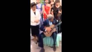 Ngoại trưởng Mỹ chơi guitar ở Bắc Kinh mp4
