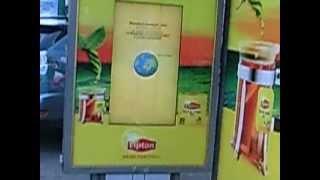 Интерактивный рекламный outdoor монитор. Реклама Lipton(Interactive touchscreen outdoor lcd monitor bus stop. Интерактивные рекламные touch screen LCD мониторы уличного использования впервые..., 2012-09-08T08:04:22.000Z)