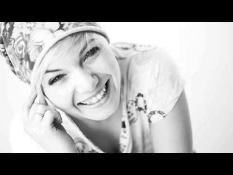 Claudia Mangini - Piccola stella senza cielo (acoustic cover)