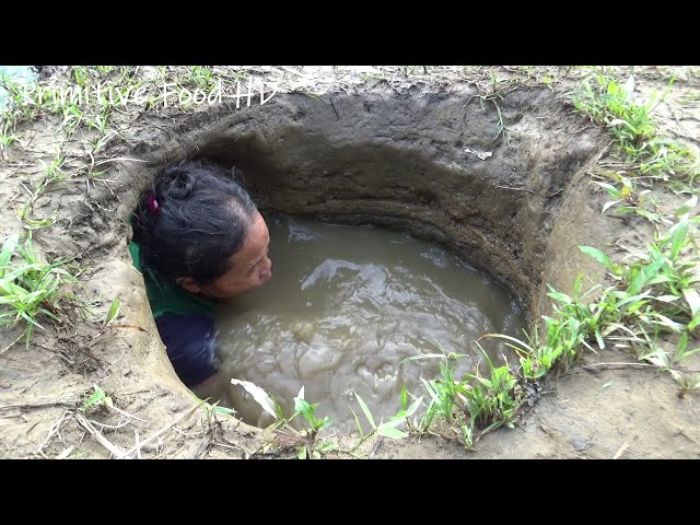 Hand Fishing ! Survival Skills Catching Fish in Hole Mud Water | Build Fish Trap From Deep Hole