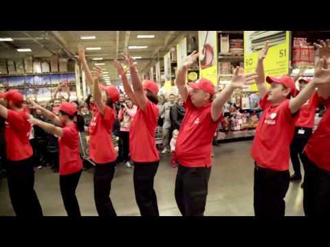 Танцевальный флешмоб в торговом центре Зельгрос  Dance Flashmob in Cash and Carry Selgros