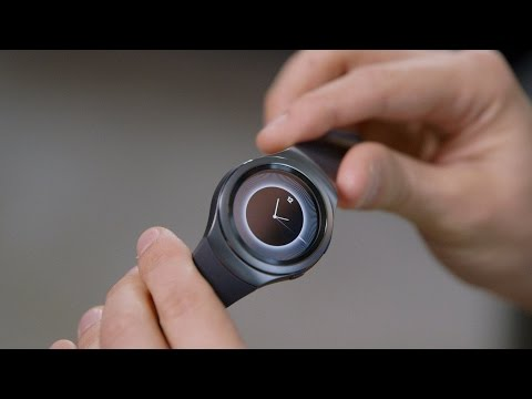 Hands on with the Gear S2: New Shape and Features