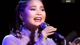 Download lagu 【怀念邓丽君】何日君再来 1985 NHK演唱会