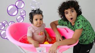 My little sister is taking a bath -adel et Sami