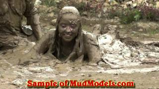 Mudmodels097 Young couple face-forward in mud (demo)