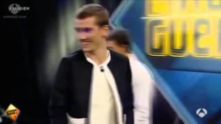 antoine griezmann goes one on one against a robot goalkeeper