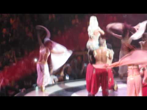Britney Spears live at TD Banknorth Garden - Me Against The Music