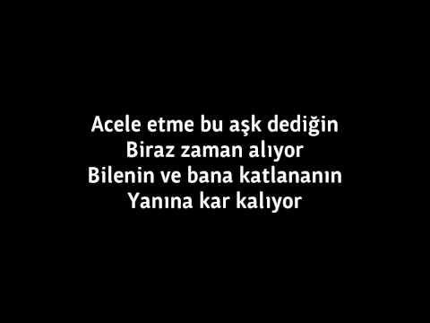 Hande Yener - Acele Etme Lyrics