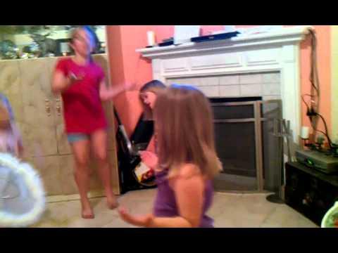 the girls singing tik tok by kesha