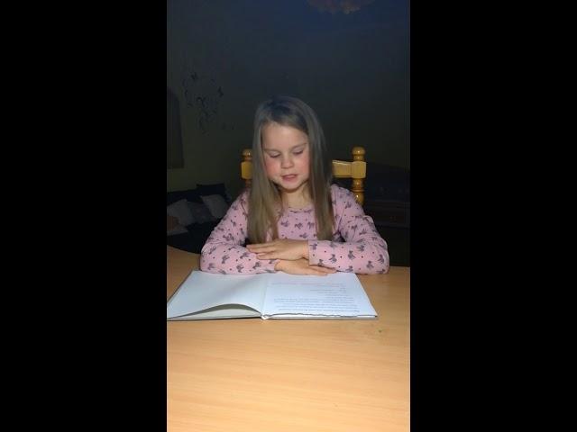 Изображение предпросмотра прочтения – ТаисияСадчикова читает произведение «Просто старушка» В.А.Осеевой
