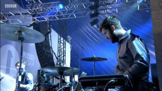 Everything Everything perform 'Engine Room' at Reading Festival 2011 - BBC