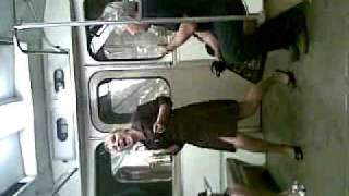 Пьяная девка в метро