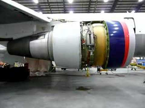 Boeing 767-400 thrust reverser test.