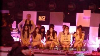 Repeat youtube video [HD Fancam - Hyuk and SJ focus] 111129 MAMA SG - 2NE1 feat. fanboy Hyuk XD