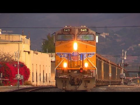 AWESOME TRAIN HORNS !!! (UP) Union Pacific Freight Trains in East Los Angeles, CA (11/16/13)