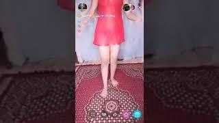 رقص بنت مصريه بملابس وكلام نار على البث المباشر  +18🔥😮