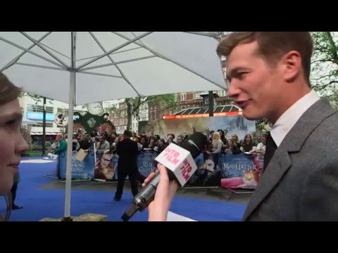 Ed Speleers is charming at the Alice Through The Looking Glass premiere