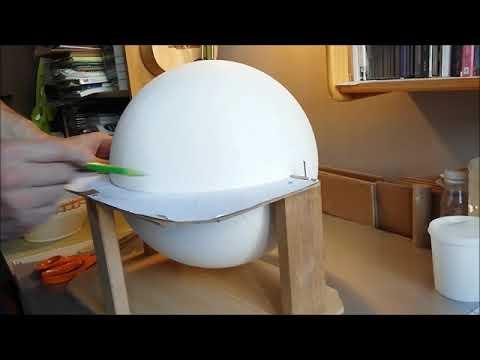 Fabrication d'un globe terrestre Litavis à la main