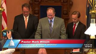 Sen. Hune welcomes Pastor Wilson to state Capitol to lead invocation